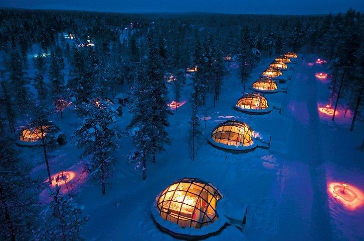 Эта гостиница под названием Kakslauttanen находится в Лапландии в живописной местности неподалеку от национального парка Урхо Кекконена. На ее территории находятся 20 уникальных стеклянных иглу — зимних жилищ эскимосов, которые готовы принять...