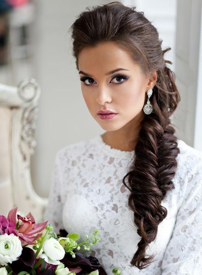 Коса на бок свадебная прическа фото