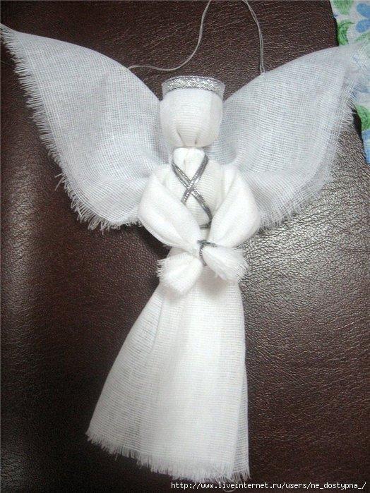Ангел из белой ткани