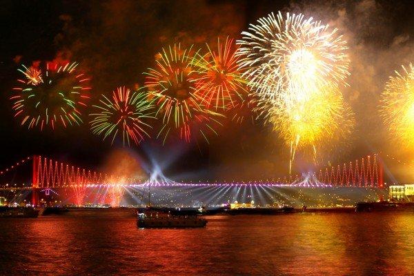 салют на Новый год в Стамбуле