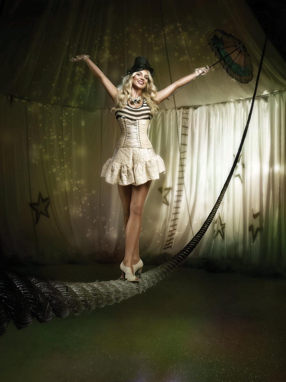 Фото девушек циркачек, порно русская мастурбирует перед компом