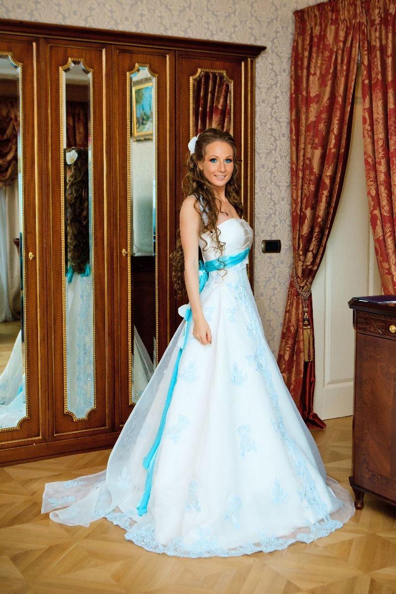 Свадебные платья молодых