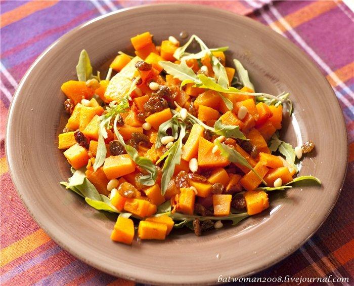 Особенно сочными и вкусными получаются гарниры из тыквы, которые готовятся довольно просто и подходят для большинства мясных или овощных блюд.