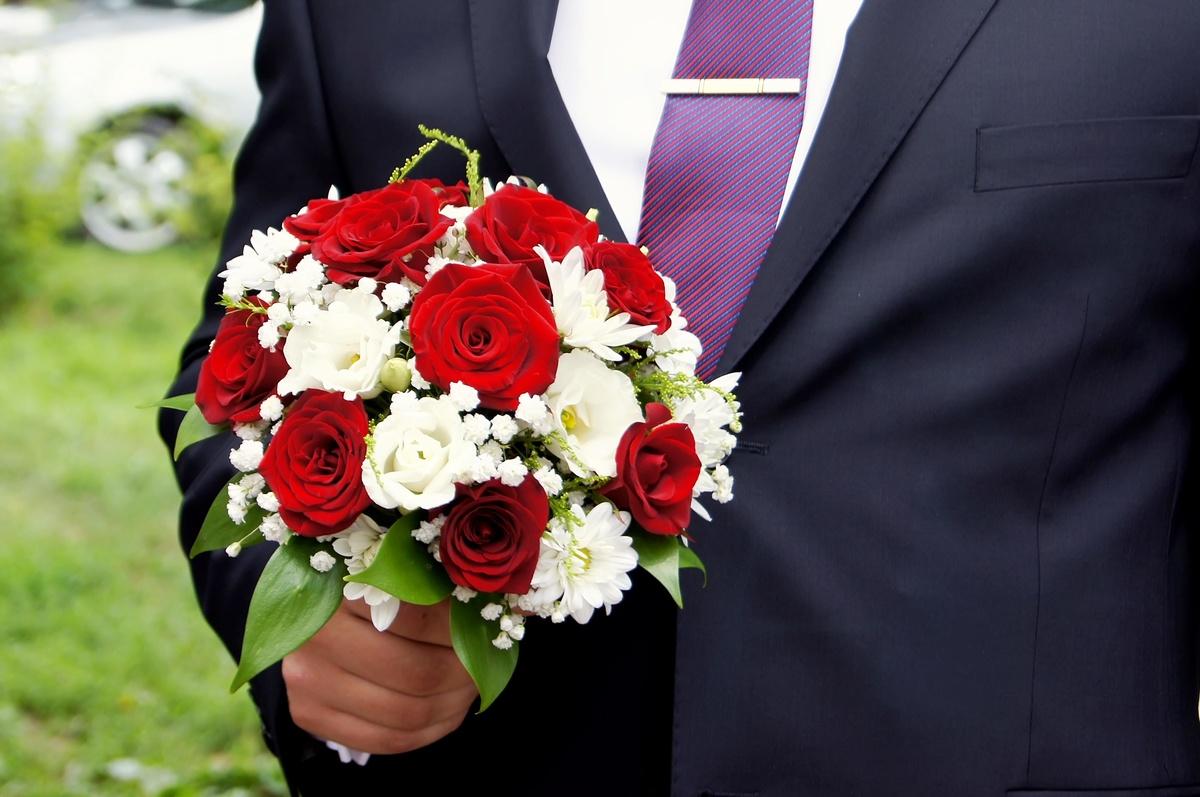 Свадебный букет из белых и красных, заказ