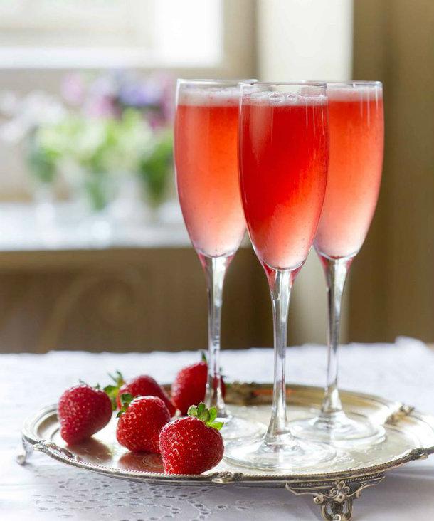 """Коктейль """"Россини"""" с шампанским - классический рецепт"""