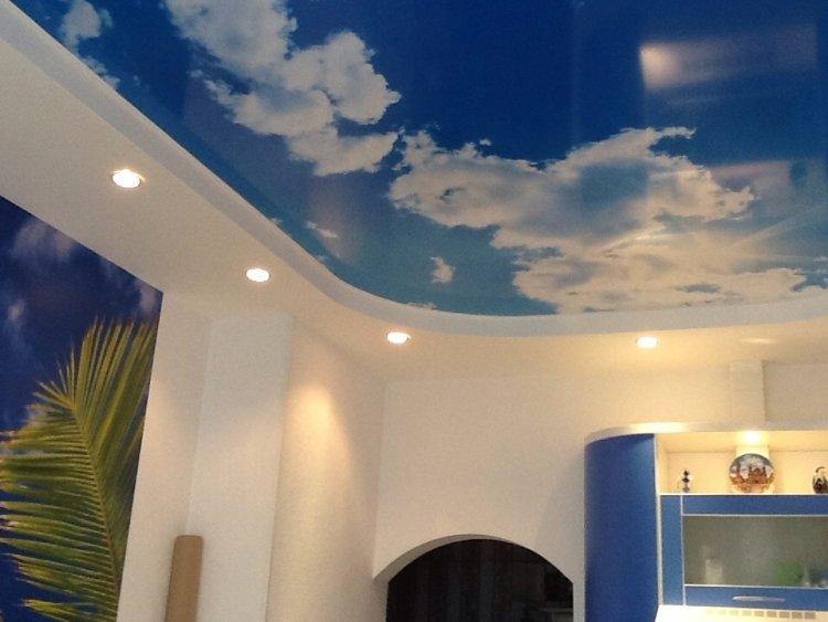 Комната преобразилась, потолок стал настоящей изюминкой!.
