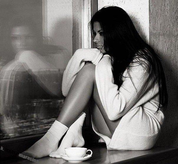 вот девушка скучает одна так закрепил