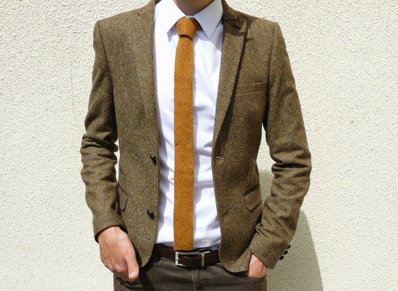 Узкий галстук горчичного цвета для джентельмена