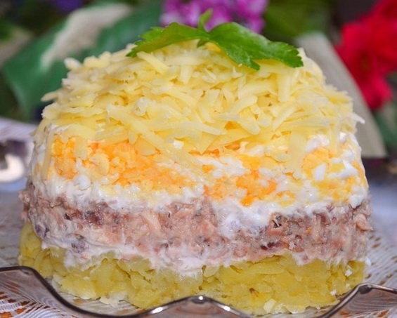 Салат с рыбными консервами с фото