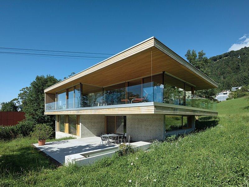 Дом с окружной верандой в Брегенце