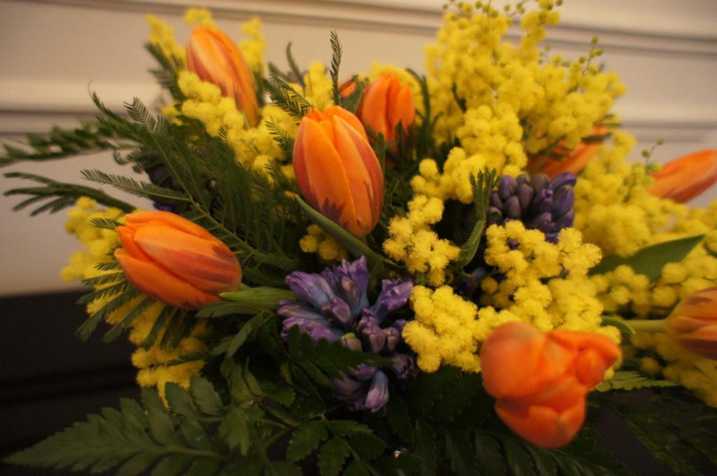 фото красивых букетов мимозы и тюльпанов португалии можно найти
