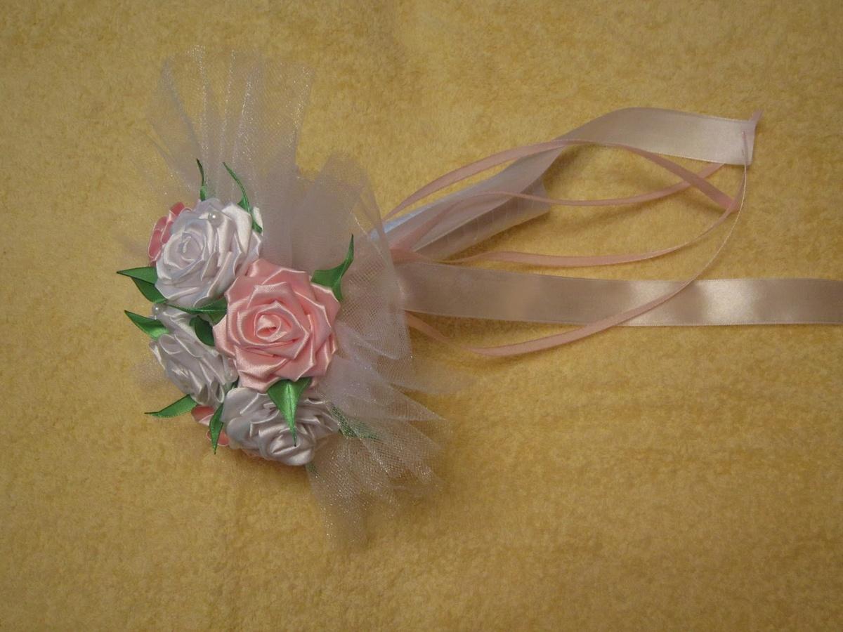 Мини букет из лент своими руками пошагово, белых роз