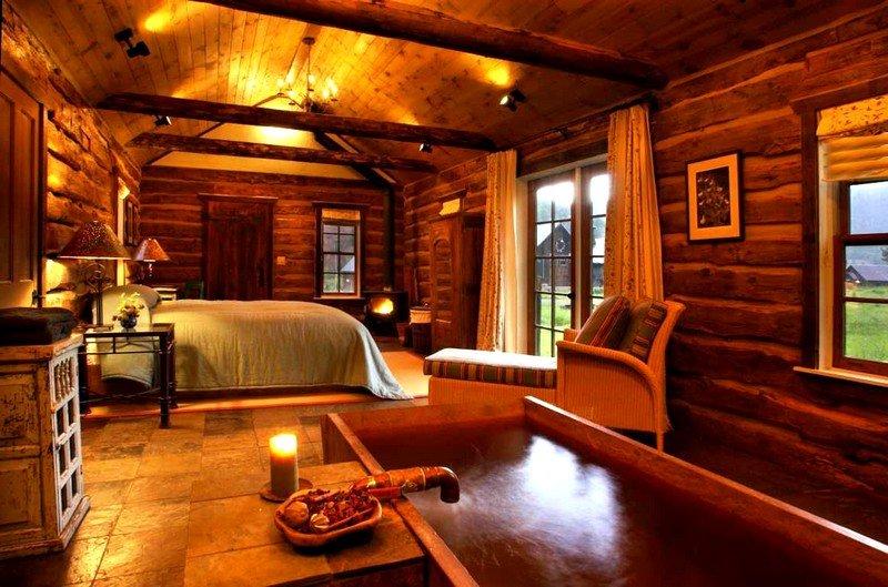 Оформление спальни в деревянном доме