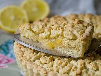 Тертый пирог с лимоном - ностальгическому рецепту из детства придадим новое звучание с помощью яркой лимонной начинки. Бюджетный вариант к чаю на каждый день