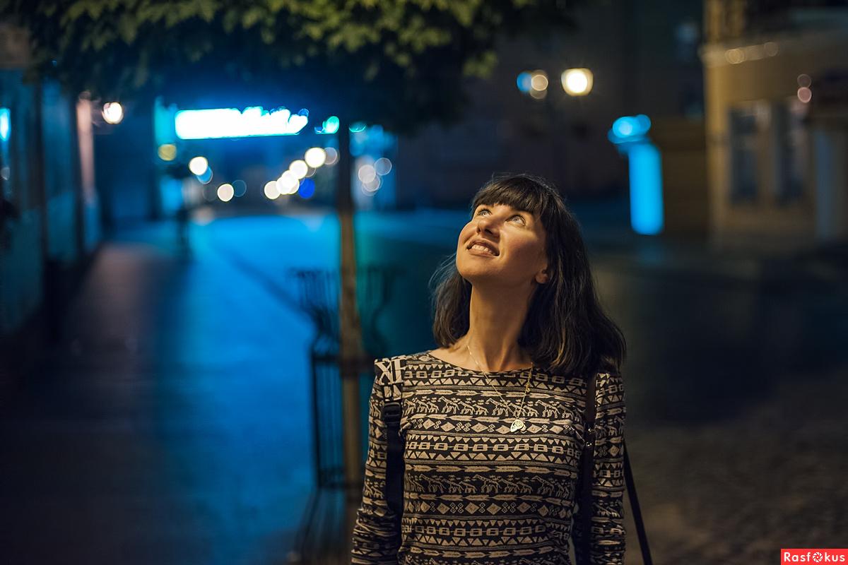 Как фотографировать вечером без вспышки людей