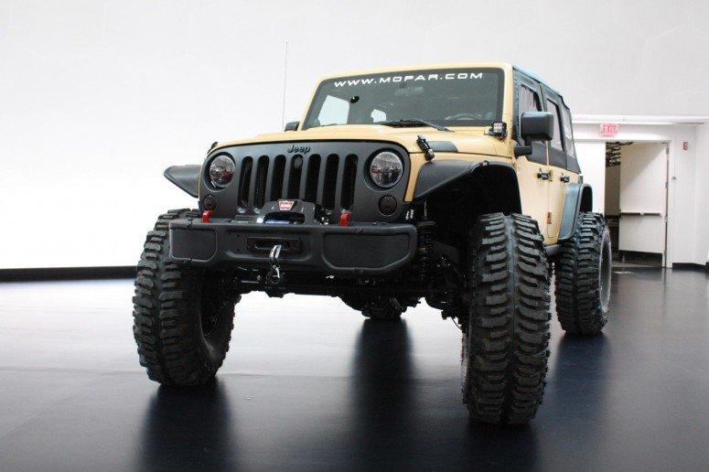 На ежегодном внедорожном шоу Easter Jeep Safari (Пасхальное Сафари), что проходит в городе Моаб, штата Юта, Jeep продемонстрирует 6 интересных концептов, разработанных совместно с ателье Mopar. Пять Jeep Wrangler и одну Grand Cherokee привезли для демонс