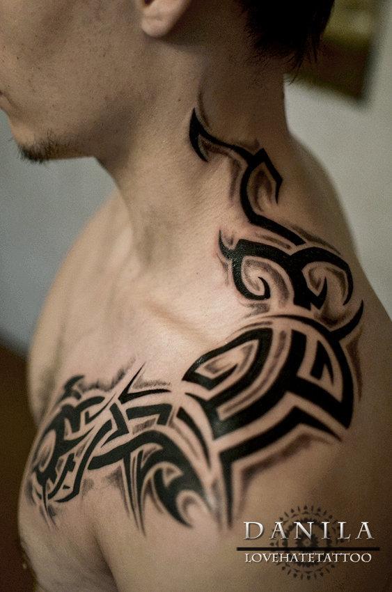 фото тату трайбол на шее которые ищут временное