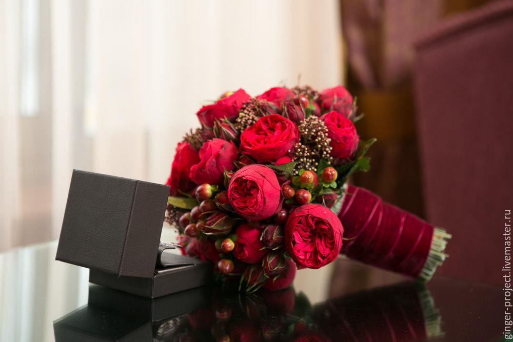 Фиолетовых, свадебный букет цвета марсала из пионов