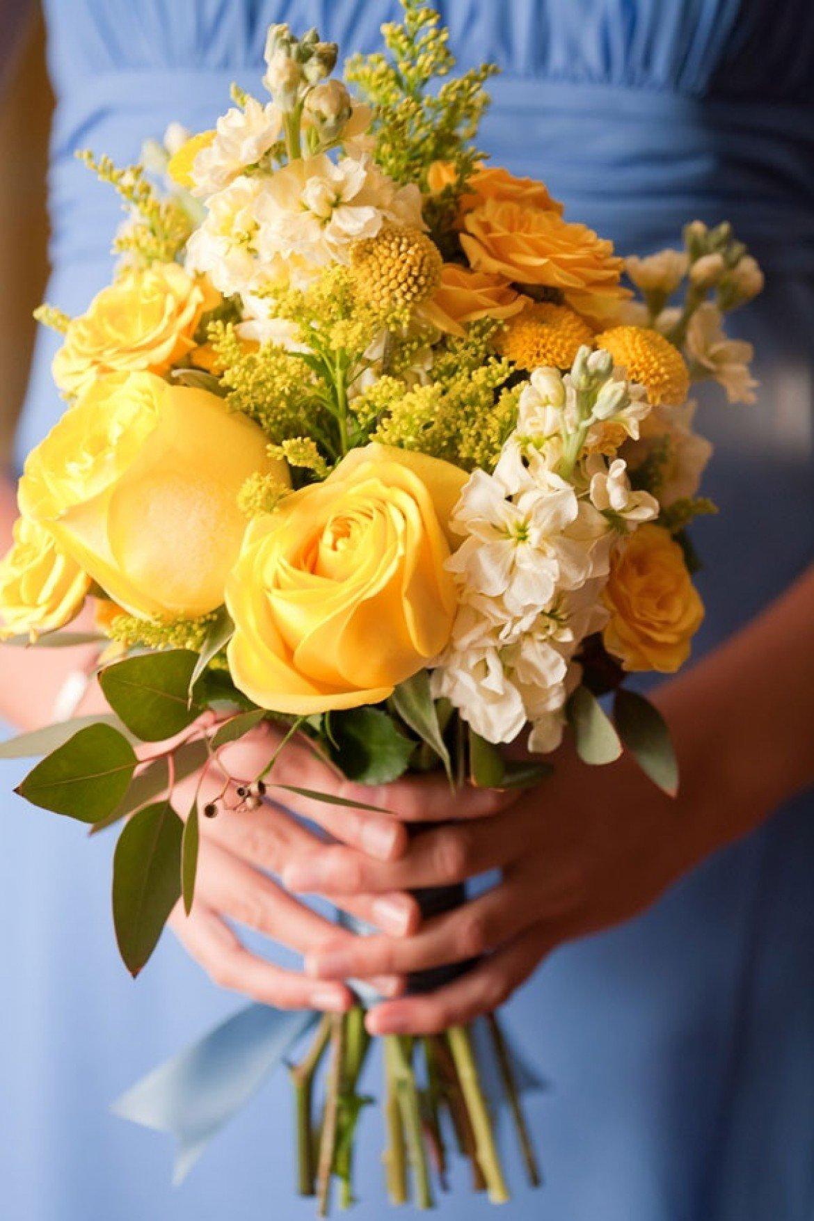 Букет невесты композиция из желтых роз