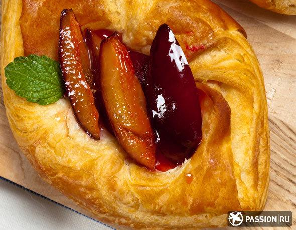 Пирог из теста фило с заварным кремом и фруктами