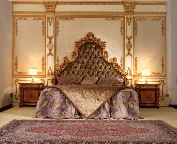 Всемирно известными проявлениями стиля барокко в интерьере можно считать такие архитектурные сооружения, как Версаль, Люксембургский дворец, замок Шато Барокко, Петергоф, Екатерининский дворец и т.д