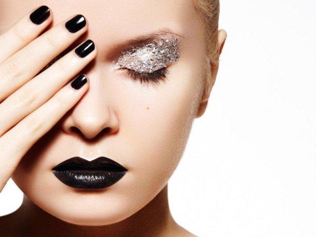 Полезные совети и секреты о том, как сделать красивый новогодний макияж с глиттером (блестками) с видео и фото примерами