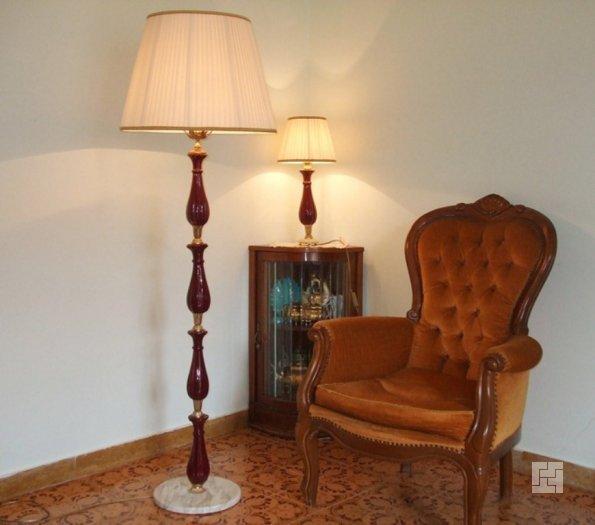 торшер направленного света в домашнем кабинете