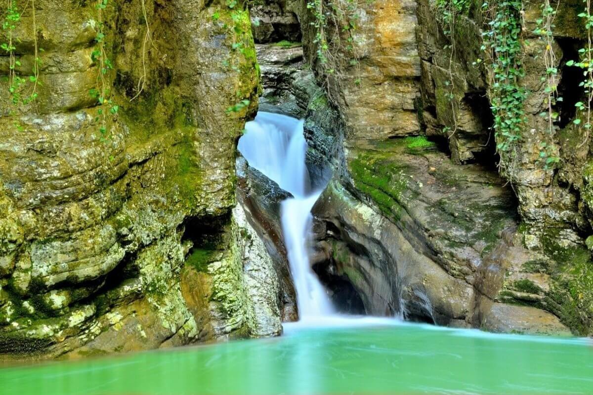 Водопады сочи картинки