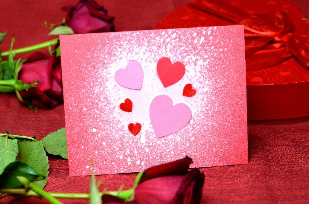 открытка сердечко с подарком