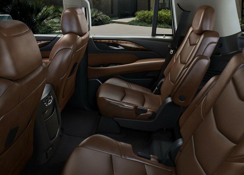 Обзор  Кадиллак Эскалейд. Технические характеристики, экстерьер и интерьер, комплектации на Cadillac Escalade.