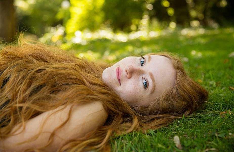 Самая красивая девушка рыжеволосая, муж возбуждает жену за большую грудь и соски видео