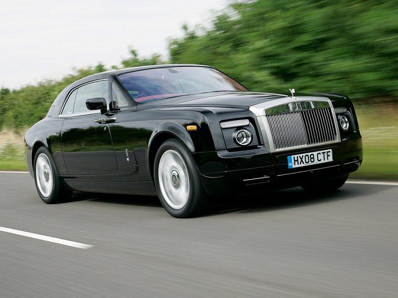 Чёрный автомобиль