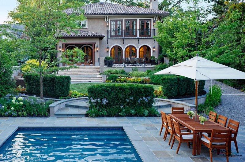 Дизайн двора частного дома (60 фото создаем красивый) 76
