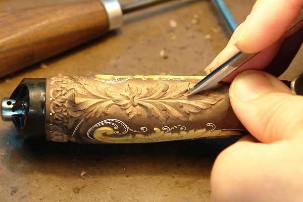 Разделка древесины под инкрустацию штихелями