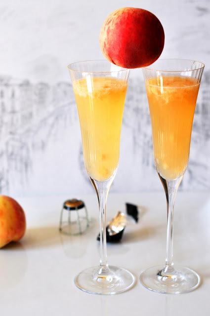 """Коктейль """"Беллини"""" на основе шампанского - легкий рецепт"""