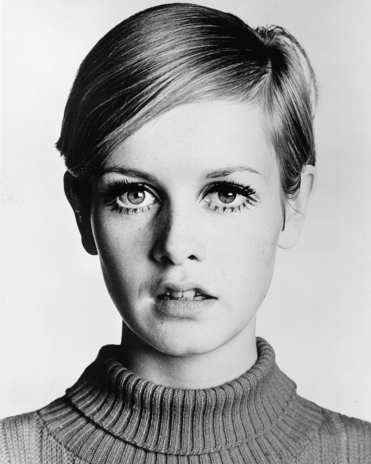 the achievements and influence of leslie twiggy hornby From twiggy to kate moss, the industry has been idealizing such extreme slenderness, placing an immediately negative effect on a normal woman's self-esteem and encouraging them to hate their bodies, which eventually leads to dangerous methods of losing weight.