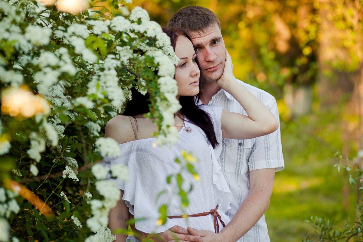 Идея для фотосессии весной пары
