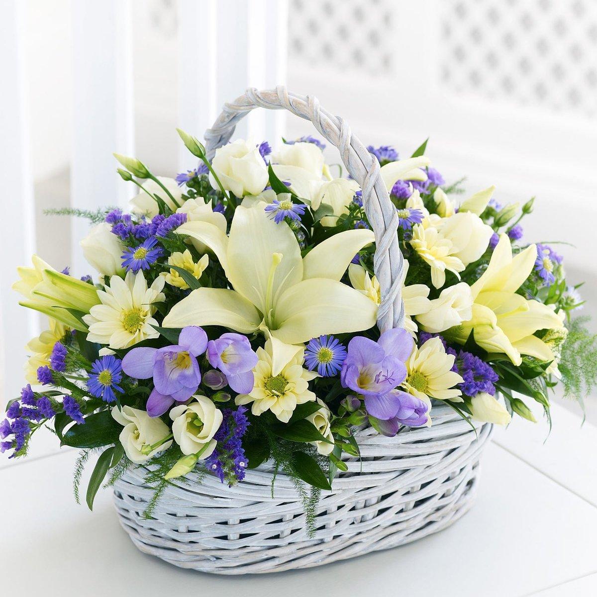 Букетах композициях, букет с лилиями в корзине