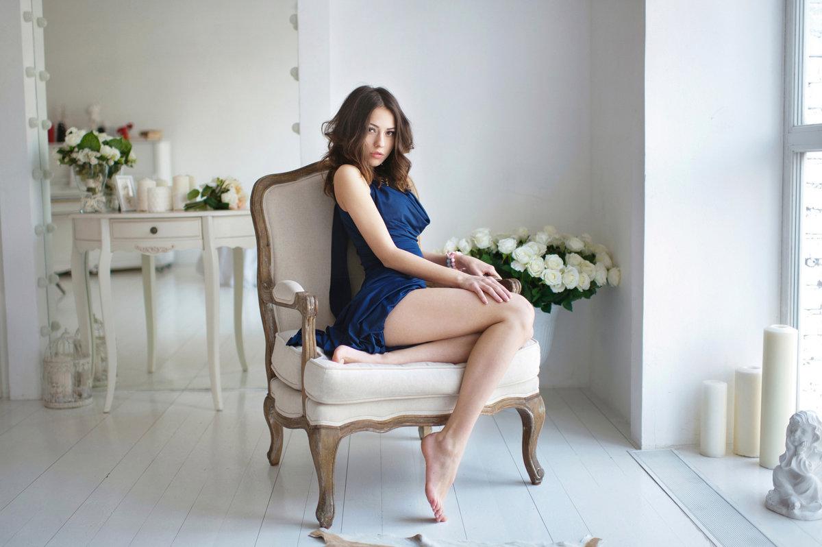 Девушки на стульях, трах больше задних женщин