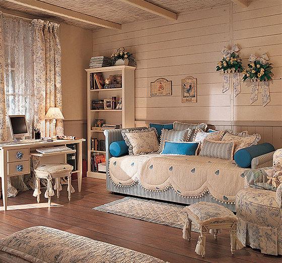 Лаконичная гостиная в стиле шебби шик