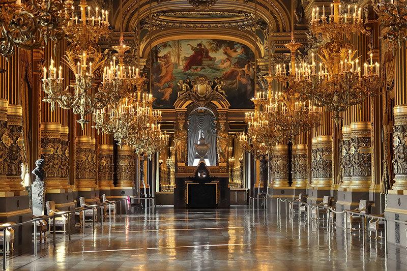 Внутреннее убранство Лувра.