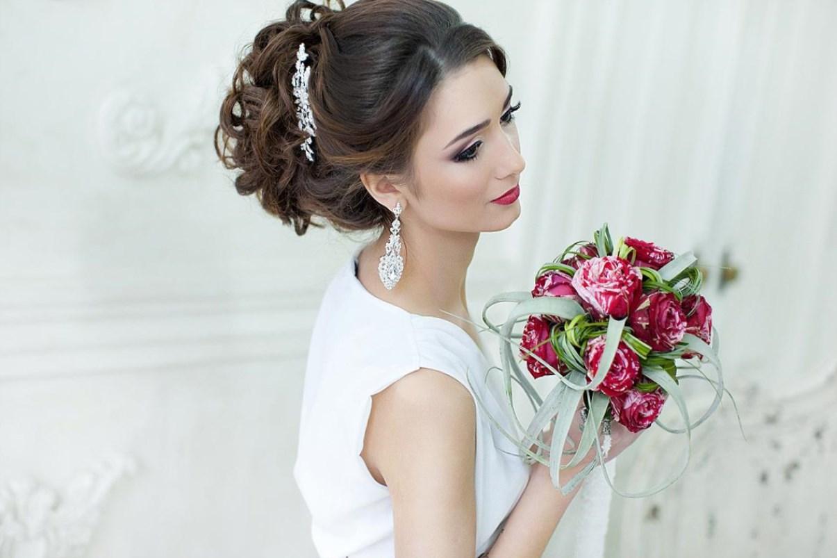 Причёски свадебные на средние волосы с фатой и челкой 92