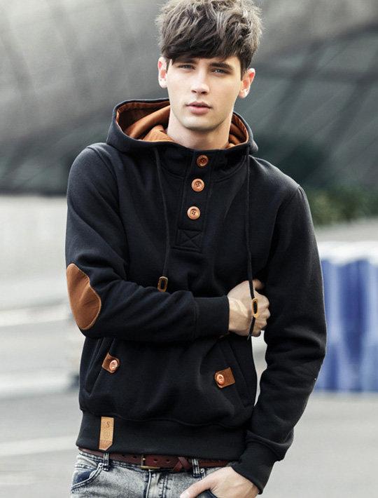 фото стильных мужчин в капюшоне несмотря