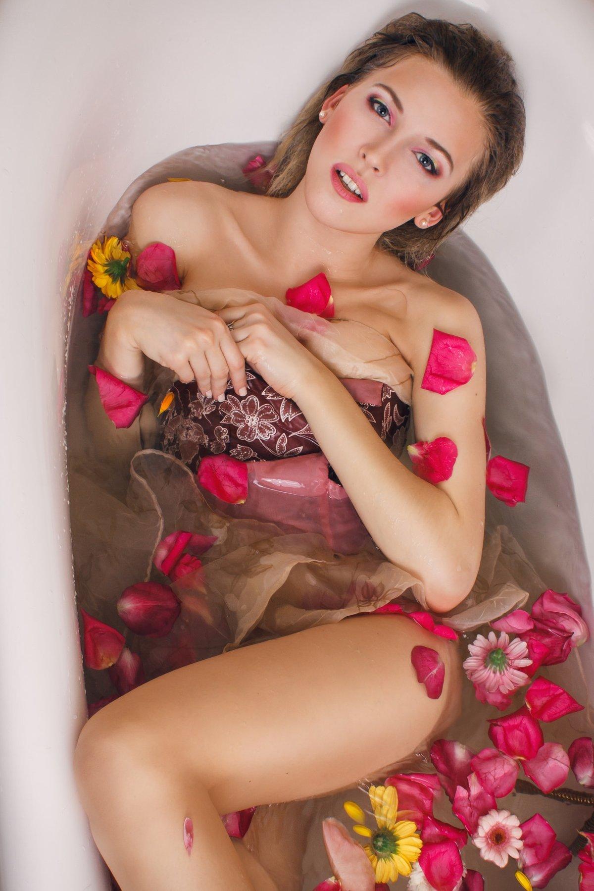 эротическая фотосессия с цветами