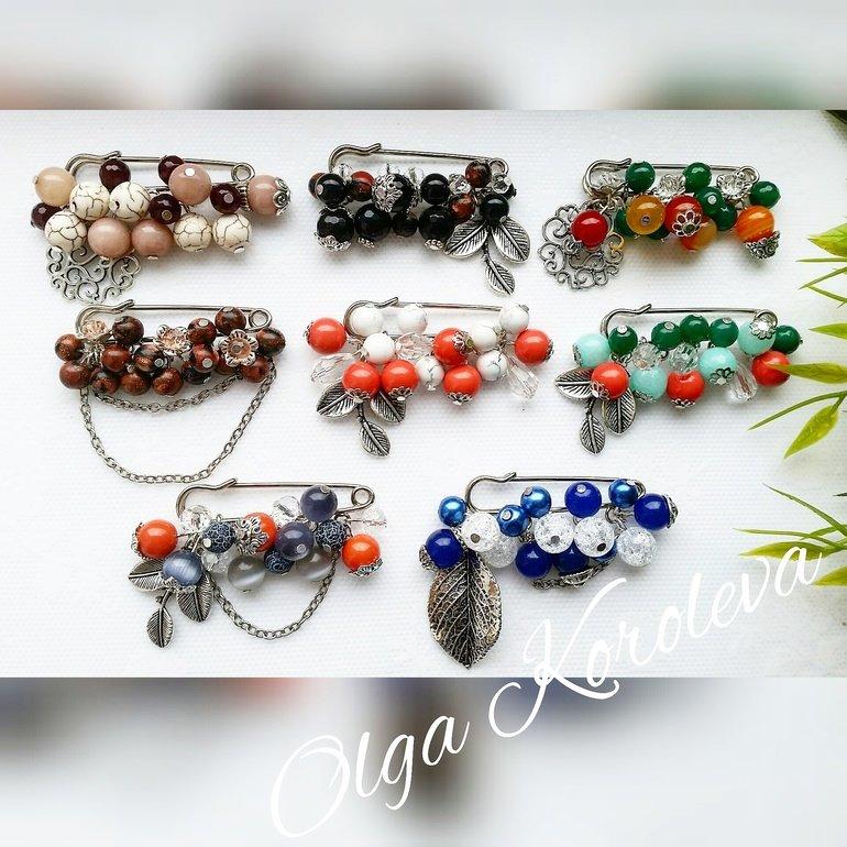 Свеженькие осенние броши-булавочки с натуральными камнями: агат, говлит, кахолонг, жемчуг майорка, авантюрин.