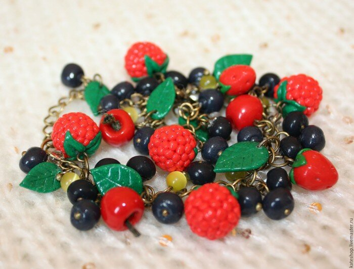 бусы из фруктов