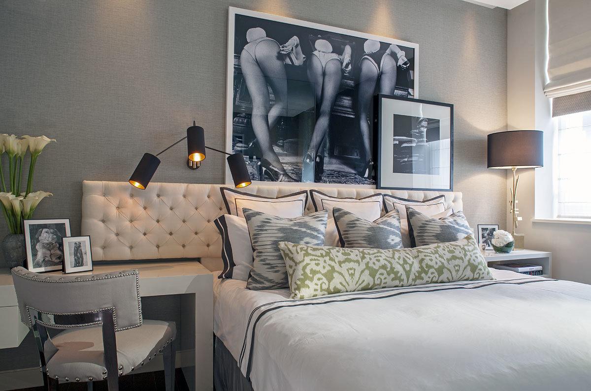 Фотографии на стенах в интерьере спальни