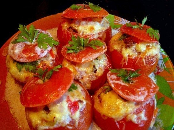 фаршированные помидоры мясным салатом