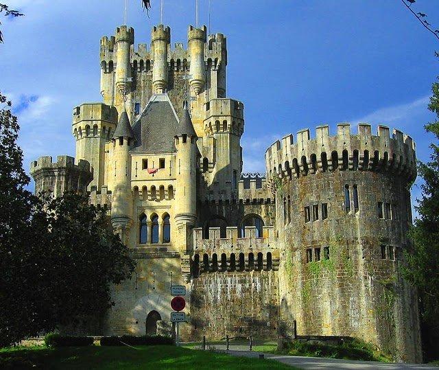 Средневековый замок выставлен в Испании на продажу
