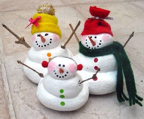 семейство снеговиков из соленого теста